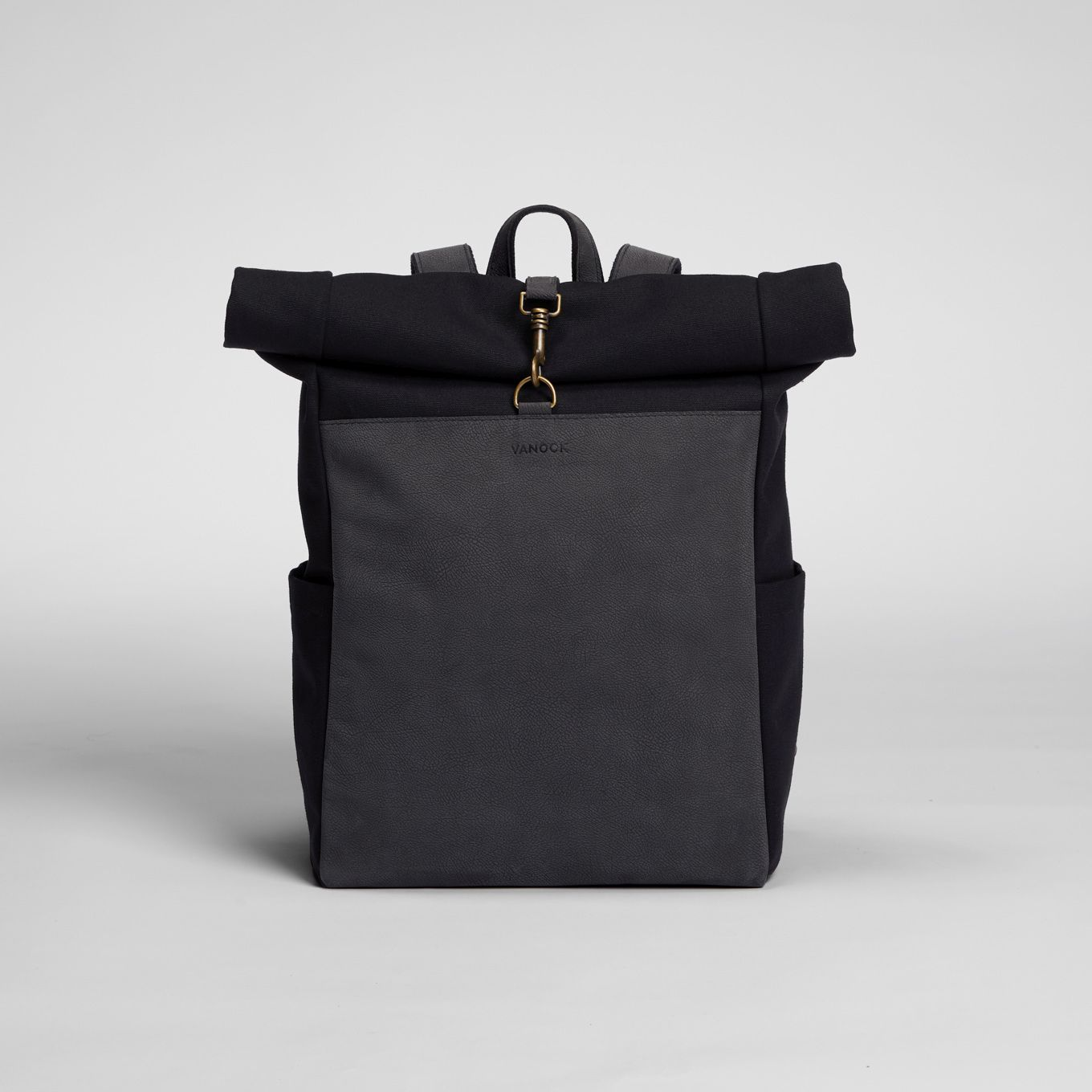 445_Backpack_Canvas-Leather Front-integrated Laptop Case