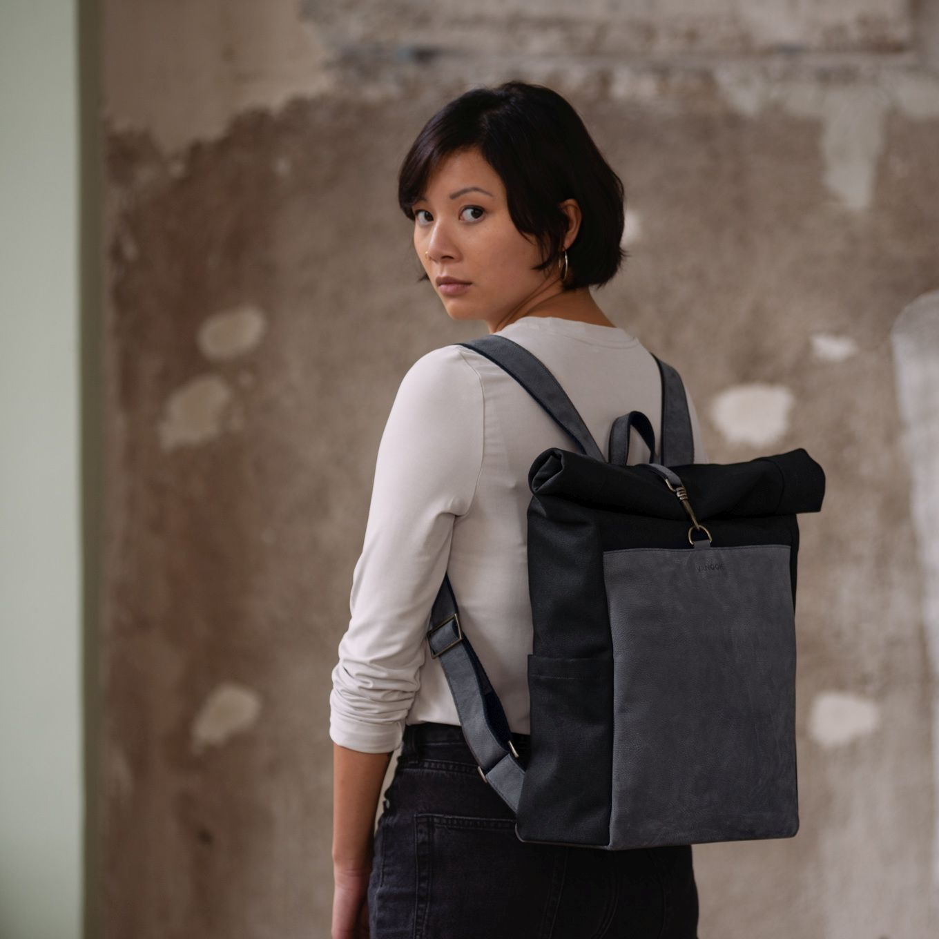 450_Backpack_Canvas-Leather Front-integrated Laptop Case