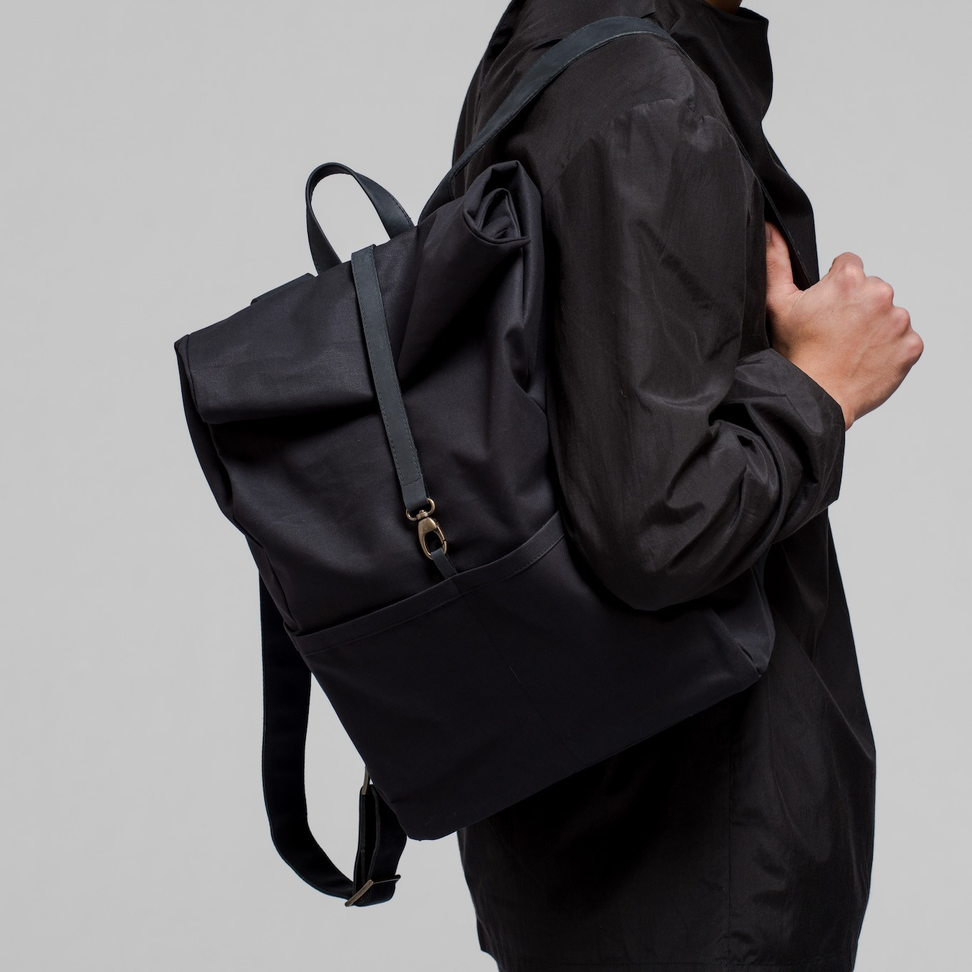 76_Backpack-Coated- Cotton-Leather-Integrated Laptop Case